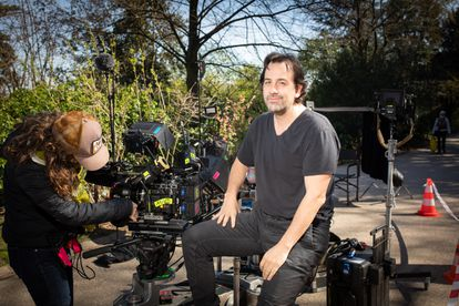 The director Isaki Lacuesta, this week on the set of the film, in the Buttes-Chaumont park in Paris.