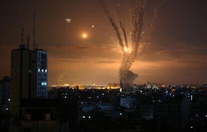 Cohetes lanzados por Hamás desde Beit Lahia, en el norte de la franja de Gaza, contra Israel.
