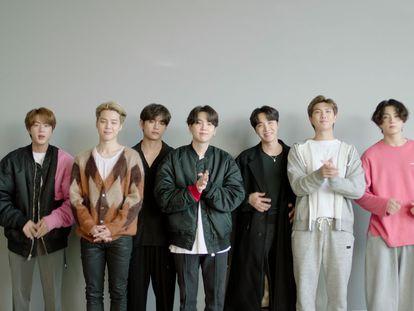 La banda BTS recibe el premio al mejor grupo en la gala MTV EMA 2020.