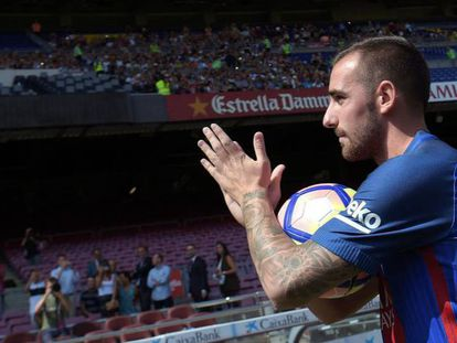 Alcacer durante su presentación con el Barcelona. Foto: AFP / Vídeo: Atlas.