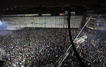 Miles de personas asisten a la ceremonia inaugural.