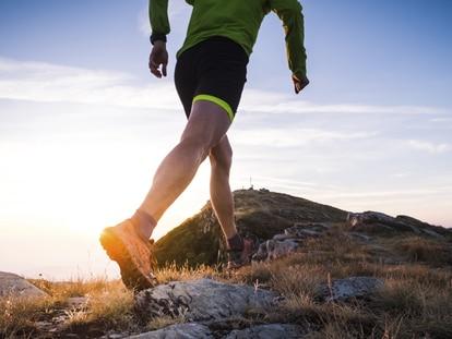 Disfrutar del deporte al aire libre es posible con el equipamiento adecuado. GETTY IMAGES.