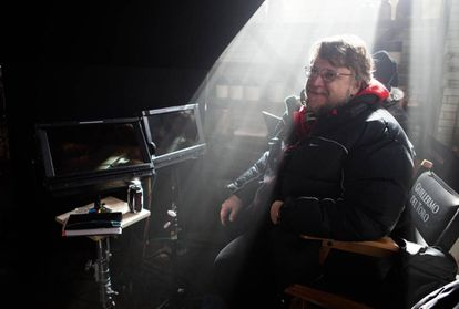 Guillermo del Toro, en el rodaje de 'La cumbre escarlata'.