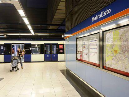 Interior de la estación Barrio del Puerto, una de las siete paradas de la línea 7B que próximamente se cerrarán por obras.