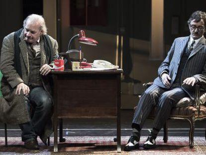 Lluis Homar, a la izquierda, y Joan Carreras en 'L'art de la comèdia'.