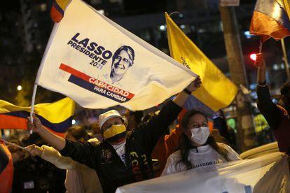 Seguidores de Guillermo Lasso, este domingo tras las elecciones en Ecuador.