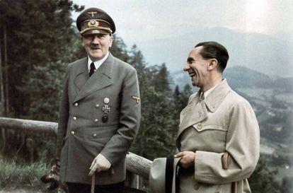Hitler y Goebbels, durante un paseo en la residencia de montaña del Berghof, en Berchtesgaden, en junio de 1943.