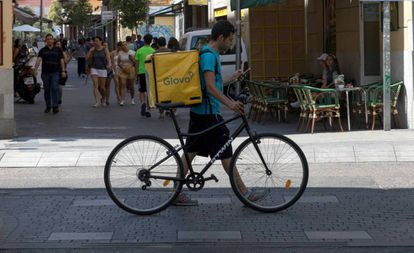 Un repartidor de Glovo, en Madrid.