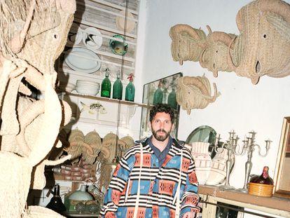 Javier S. Medina posa en su estudio, entre sus creaciones, vestido con la colección Paula's Ibiza de Loewe.