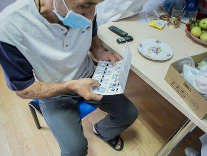 Besik, de Georgia, fue diagnosticado de tuberculosis multirresistente en 2004, y era incapaz de completar el tratamiento debido a los fuertes efectos secundarios. Él ha sido uno de los enfermos incluidos en el ensayo clínico ZeNix.