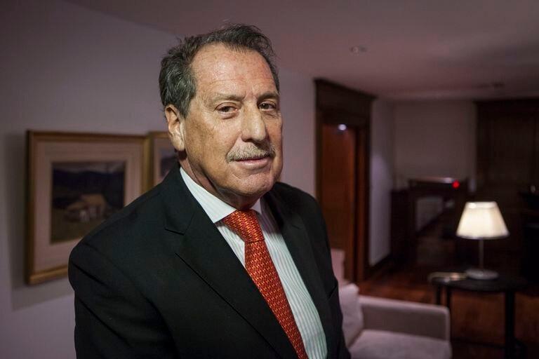 El empresario y banquero argentino, Jorge Brito, posa para un retrato en Buenos Aires, en 2015.