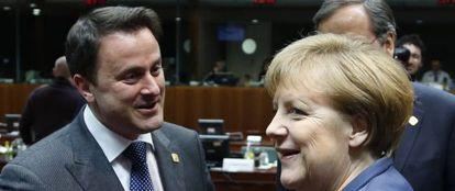 Merkel, junto al primer ministro luxemburgués, Xavier Bettel.