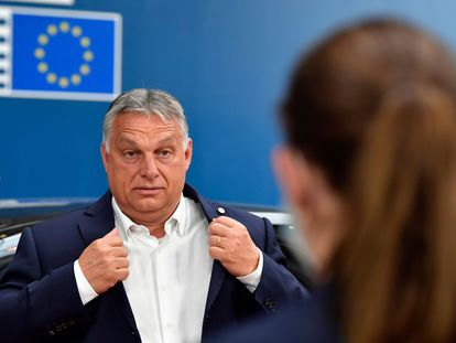 Orbán, a su llegada a la cumbre europea que pactó en julio el fondo de recuperación.
