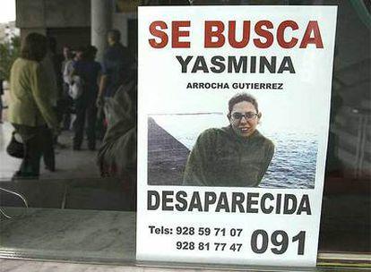 Cartel sobre la desaparición de Yasmila Arrocha Gutiérrez mostrado en Arrecife de Lanzarote.