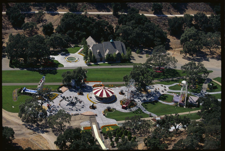 Vista panorámica del parque de atracciones de Neverland.