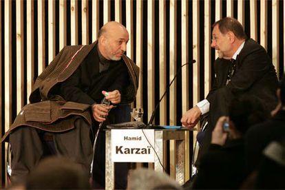 El presidente afgano, Hamid Karzai, y Javier Solana, en el Palacio de Congresos de Madrid.