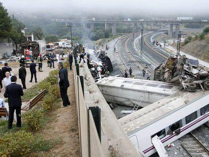 El tren accidentado en la curva de Angrois. / epv