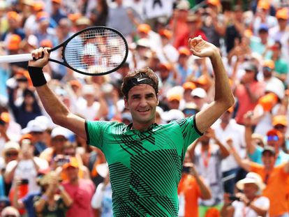 Federer celebra su triunfo contra Nadal en Miami.