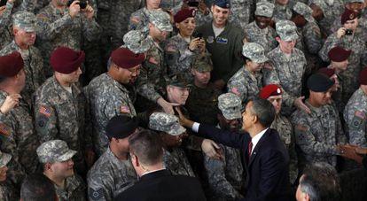 El presidente de EE UU, Barack Obama, saluda a las tropas en Fort Bragg, Carolina del Norte.