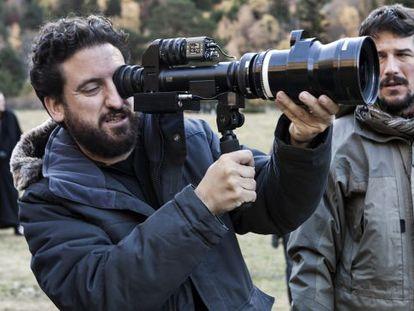 El director alicantino Eugenio Mira, durante un rodaje.