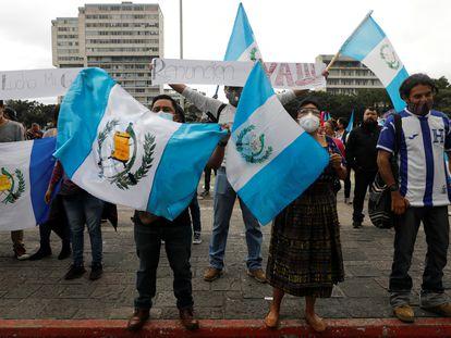 Manifestantes frente al edificio del Congreso en Ciudad de Guatemala, el pasado 22 de noviembre.