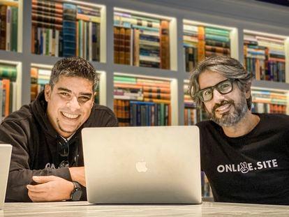 Liester Acevedo y Alfredo Ouro (a la izquierda), fundadores de Onlive.Site.