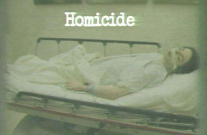 Imagen que muestra al cantante Michael Jackson muerto exhibida por el fiscal durante el juicio al médico del artista
