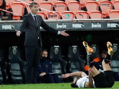 El entrenador del Valencia, Javi Gracia, durante un partido de la Liga en el estadio de Mestalla.