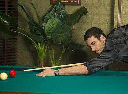 El actor Miguel Ángel Silvestre, en el papel de El Duque de la serie <i>Sin tetas no hay paraíso. </i>