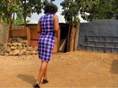Con solo sus iniciales y la voz distorsionada, de esta manera es como esta mujer keniana, víctima del tráfico sexual en India, se ha atrevido a contar su experiencia ante una cámara.