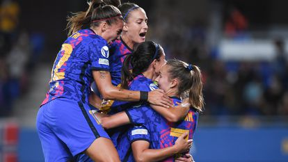 Las jugadoras del Barcelona celebran uno de los goles frente al Arsenal en el Johan Cruyff.