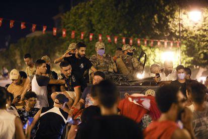 Partidarios del presidente tunecino, Kais Said, en las calles de Túnez el 25 de julio de 2021.