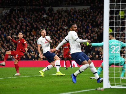Firmino marca el 0-1 al Tottenham.
