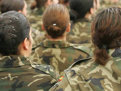 Mujeres militares en la base de El Goloso (Madrid).