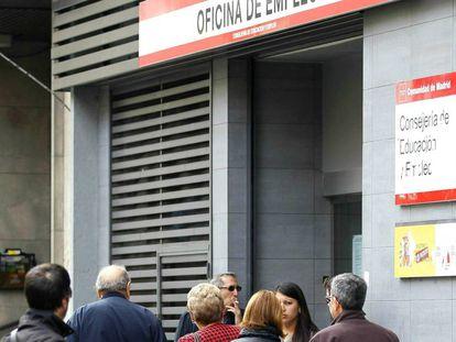 Cola en la oficina de empleo en Madrid