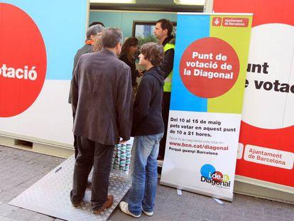 Punto de votación en la plaza de Catalunya por la consulta sobre la Diagonal, celebrada en 2010.