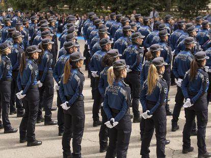 Policías municipales en formación durante la celebración del cuerpo el pasado 24 de junio en el Retiro.