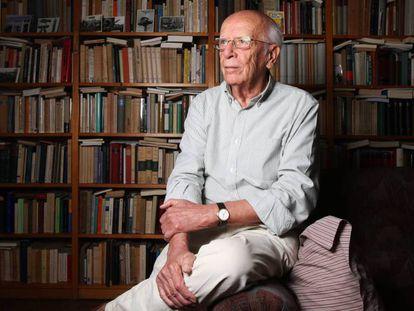 Emilio Lledó, en su casa de Madrid hace unas semanas.