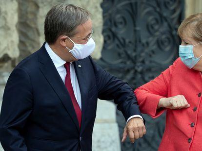 Armin Laschet y Angela Merkel, en Düsseldorf el pasado agosto.
