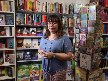 Marta Gonzalo, propietaria de la librería Sumar desde hace más de 30 años en el Zoco de Las Rozas.