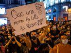 DVD 1070 (08-09-21)Cientos de personas protestando contra las agresiones a las personas LGTBI, en la Puerta del Sol, Madrid. Foto: Olmo Calvo