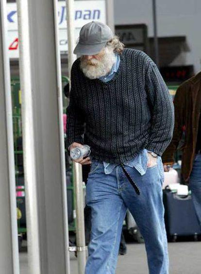 Fischer, en el aeropuerto nipón de Narita, el 24 de marzo de 2005, a punto de abandonar Japón rumbo al exilio en Reikiavik.