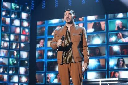 Bruno, uno de los concursantes de 'OT', ante las pantallas del público virtual del programa.