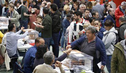 Jornada electoral en un punto de votación de Terrassa, en las pasadas elecciones.