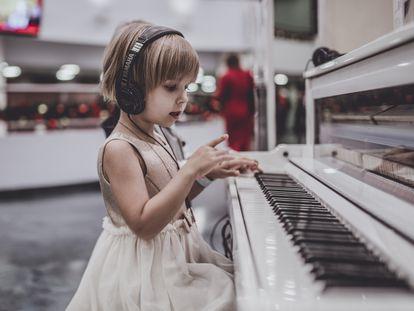 La música, en la primera etapa de la vida, es esencial, ya que los beneficios no solo se centran en el desarrollo de la inteligencia musical.