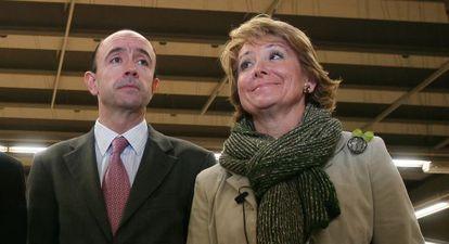 Manuel Lamela con Esperanza Aguirre en 2008.