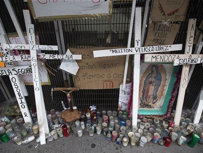 Memorial en honor a las víctimas del colapso en la Línea 12 del metro de Ciudad de México.
