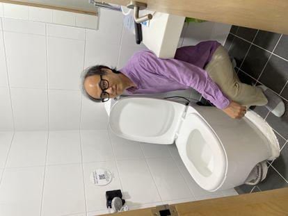 """Cho Jae-weon, catedrático de ingeniería urbana y medioambiental en el Ulsan National Institute of Science and Technology (UNIST)  y creador del """"BeeVi""""."""
