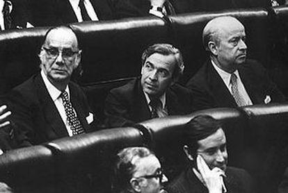 Junto a Camilo José Cela y Jaime García Añoveros, en la apertura de las primeras Cortes democráticas,  en julio de 1977.