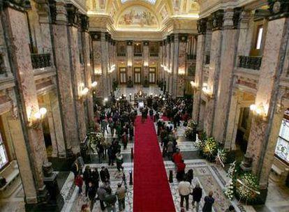 Vista del salón del Parlamento uruguayo, donde se instaló la capilla ardiente de Mario Benedetti.